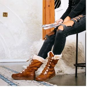 Shoes - Camel Lace Up Fur Trimmed Winter Boots